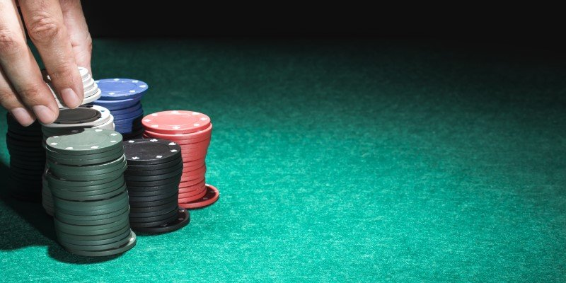 How to Tell if a Poker Chip Is Real